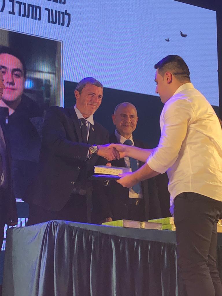 """מתנדב מד""""א אופק אמיר, קבלת בפרס שר החינוך לנוער (צילום: דוברות מד""""א)"""