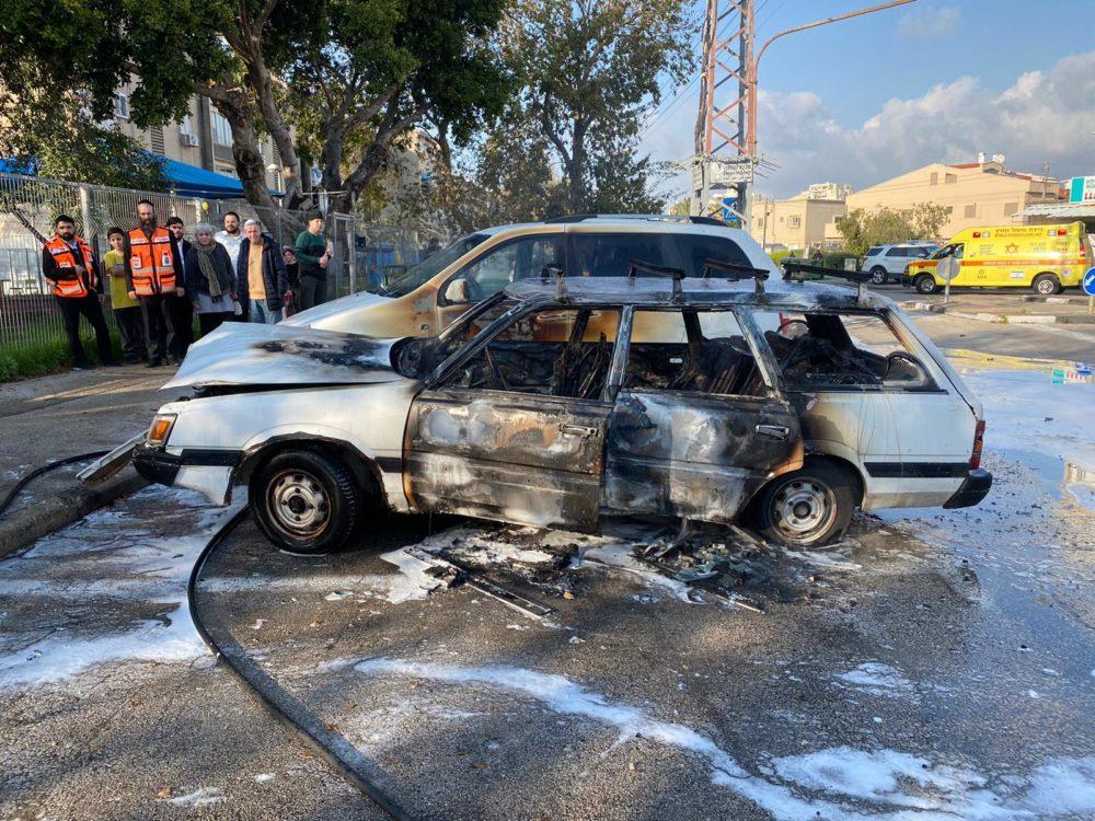 שריפת רכב בחיפה (צילום: כבאות והצלה תחנה איזורית חיפה)
