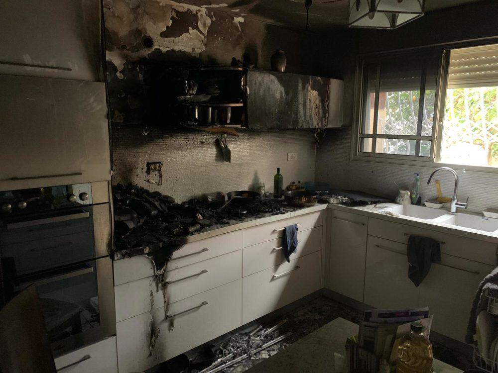 מטבח נשרף (צילום כבאות והצלה )