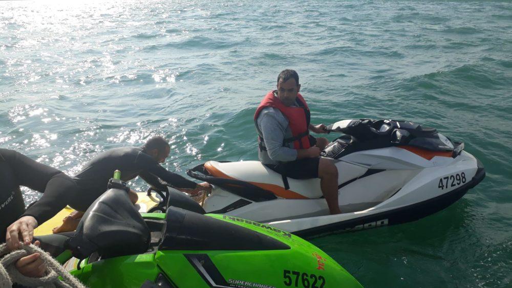 """הצלת שני רוכבי אופנוע ים ע""""י מצילים(צילום משטרת ישראל)"""
