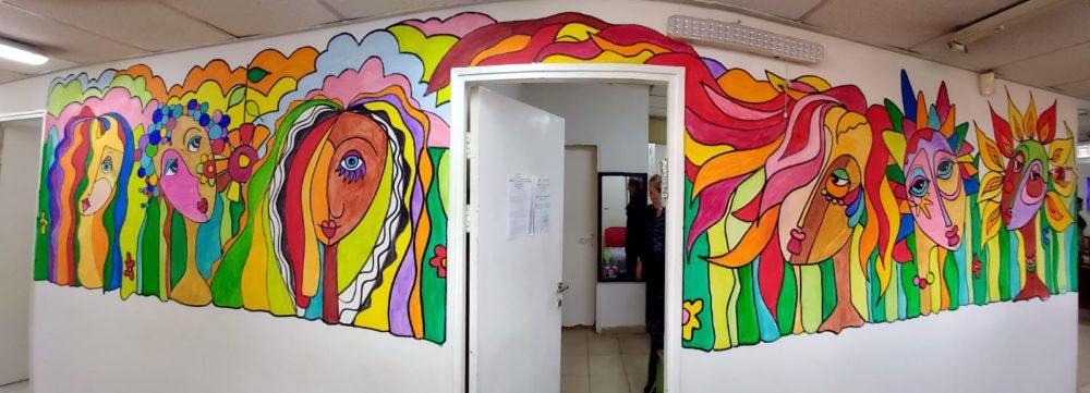 דירת חרום אופק נשי • בני בשן מצייר על קירות בחיפה (צילום: בני בשן)