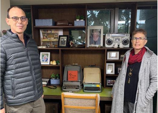 """שולחן של מרים רות- פרופ' יעל פויס נשיאה וד""""ר ניר מיכאלי רקטור (צילום: רויטל יהלום חכמוב)"""