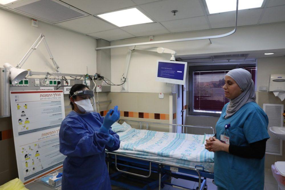 """מחלקת קורונה בבבית החולים רמב""""ם בחיפה (צילום: פיוטר פליטר)"""