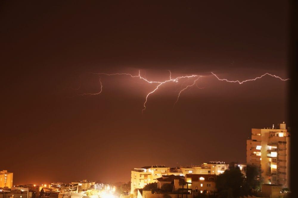 ברקים בחיפה (צילום: סברינה דה ריטה)