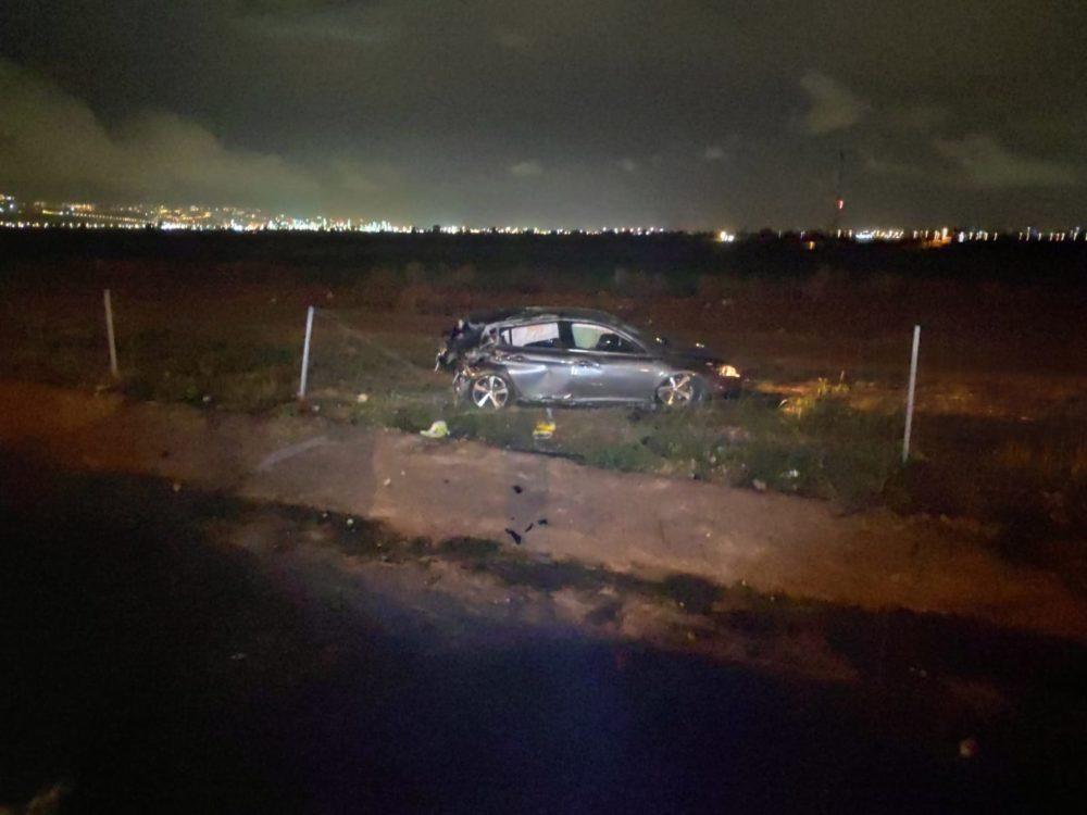 רכב התנגש בעמוד תאורה על כביש 70 צפונית ליגור (צילום: עדי לסקר)