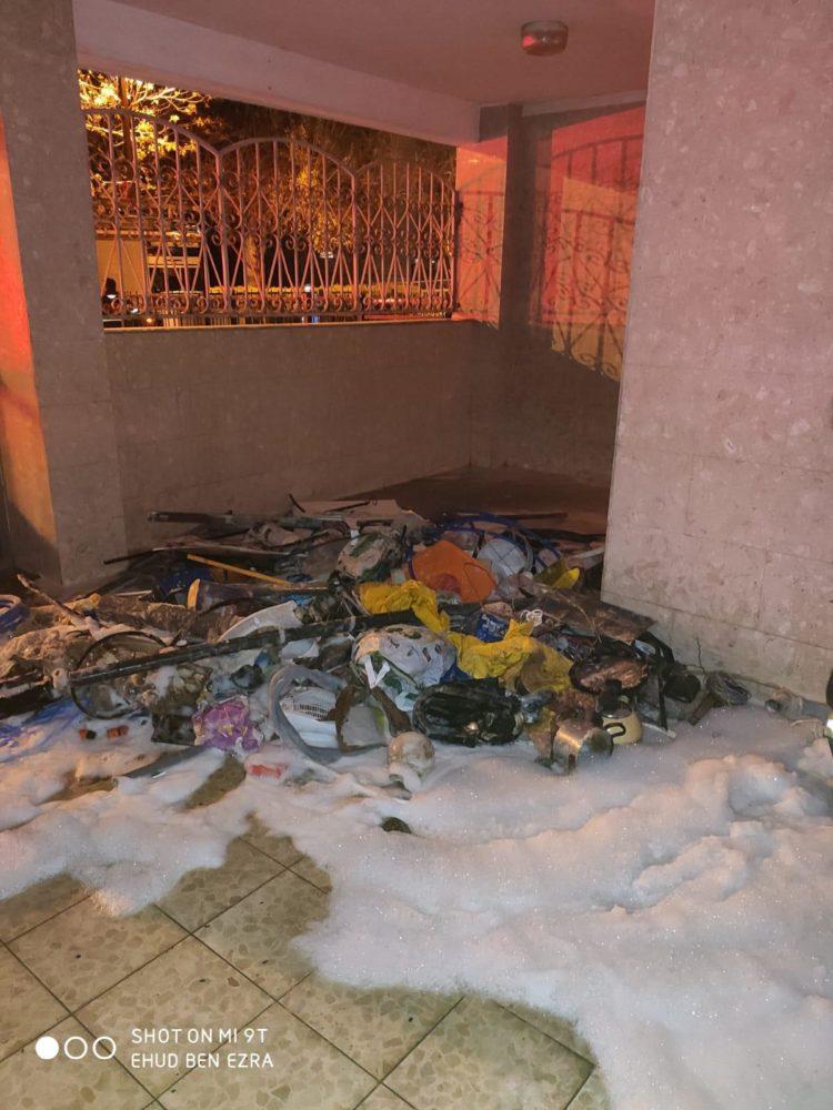 שריפת מחסן בלובי של בניין רב קומות ברחוב חטיבת כרמלי בחיפה (צילום: לוחמי האש)