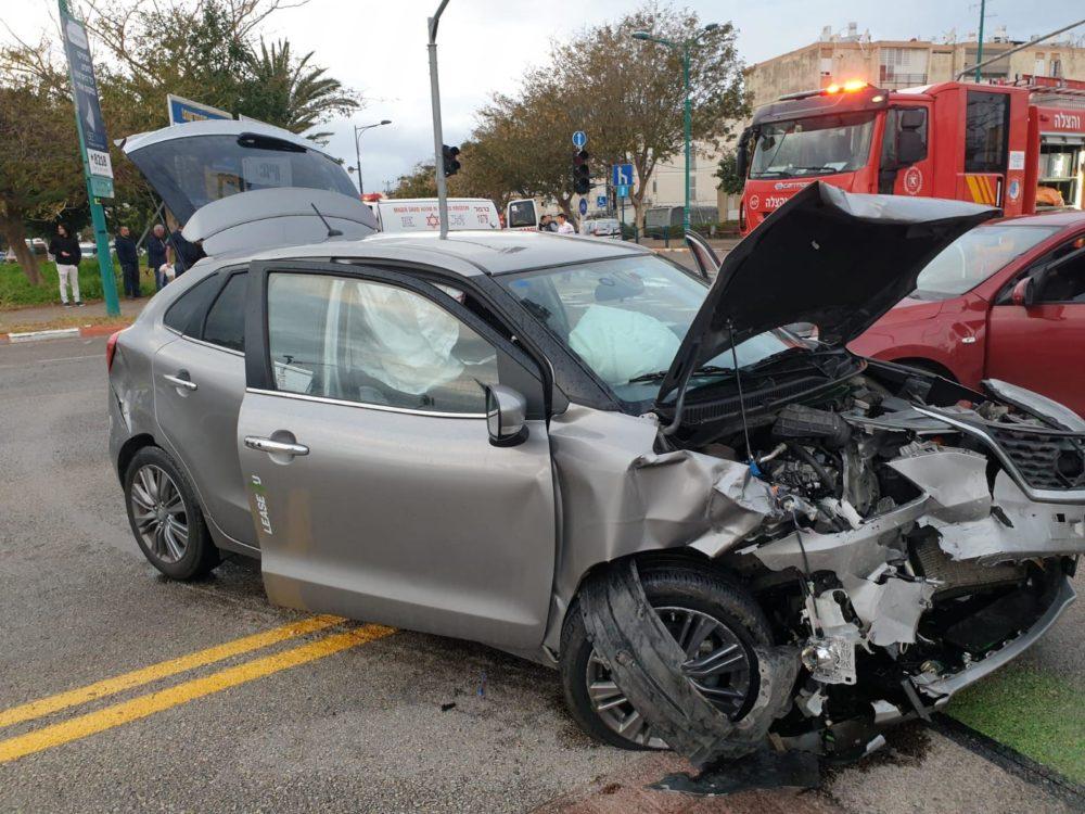 תאונת דרכים בין 2 כלי רכב בשדרות ירושלים פינת סאלד בקרית ים (צילום: כבאות והצלה חיפה)
