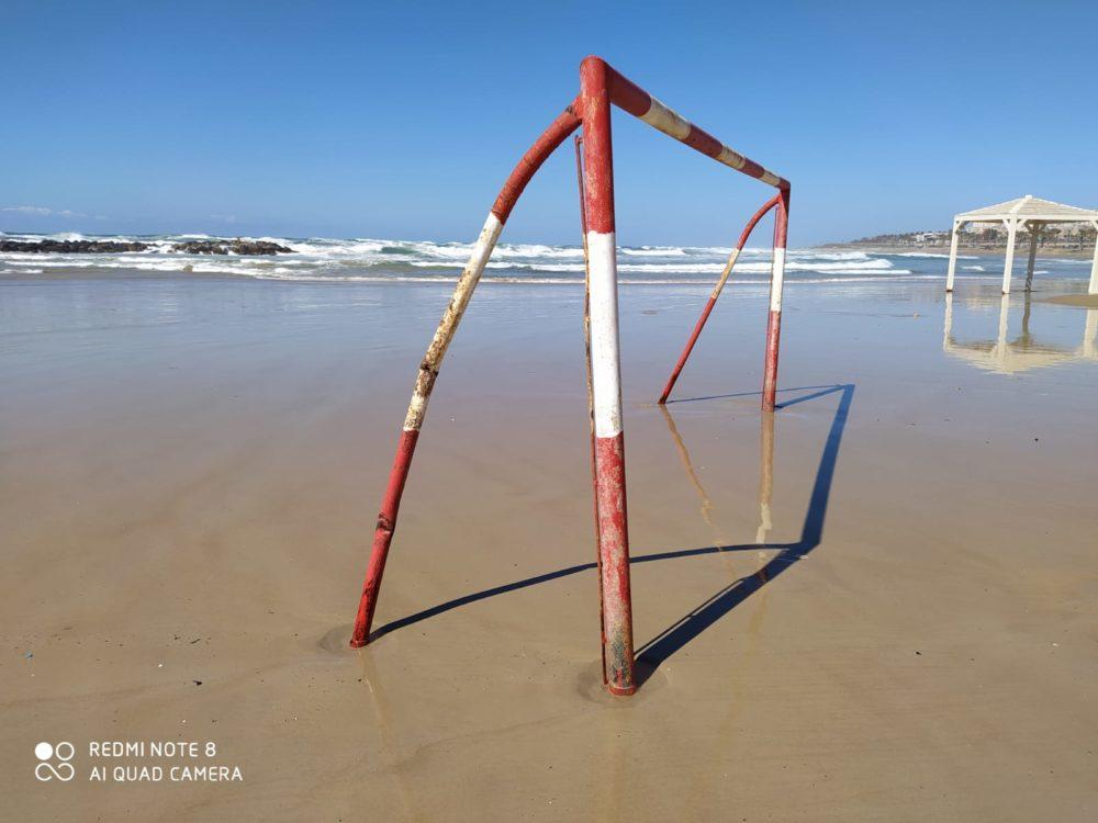 סחיפת החול לים גרמה לשער הקט רגל להיות חשוף לגלים (צילום: מוטי מנדלסון -חוקר ימי)