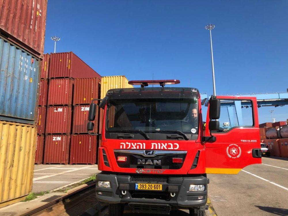 כבאית בנמל חיפה (צילום: כבאות והצלה)