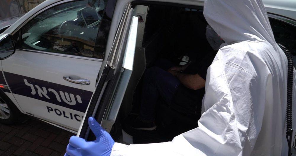 שוטרים ממוגנים בשטח