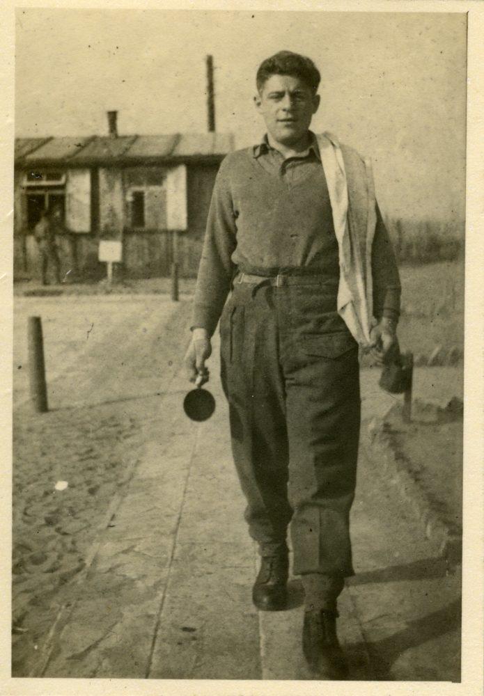 משה בבסיס הבריגדה באיינדהובן הולנד - מאי 1945