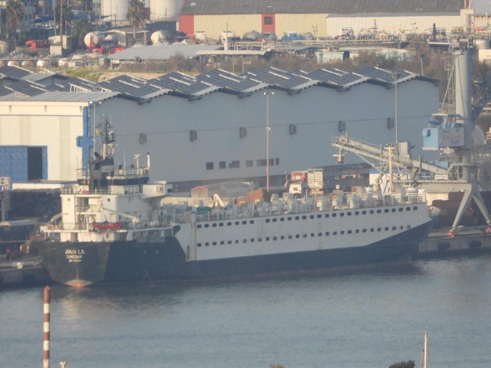"""""""האניות הקטנות ביותר שורפות כעשרה טון דלק מדי יום"""" (צילום- ישראל נגד משלוחים חיים)"""