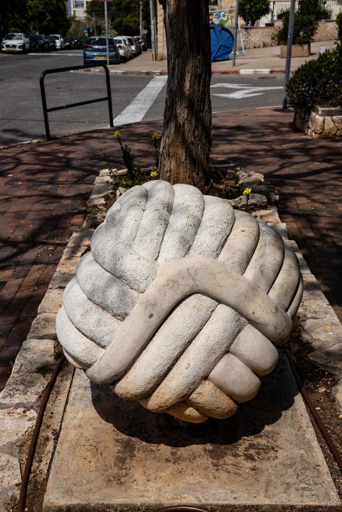 פסל קו החיים של האומן משה פרלמן (צילום: אקי פלקסר)