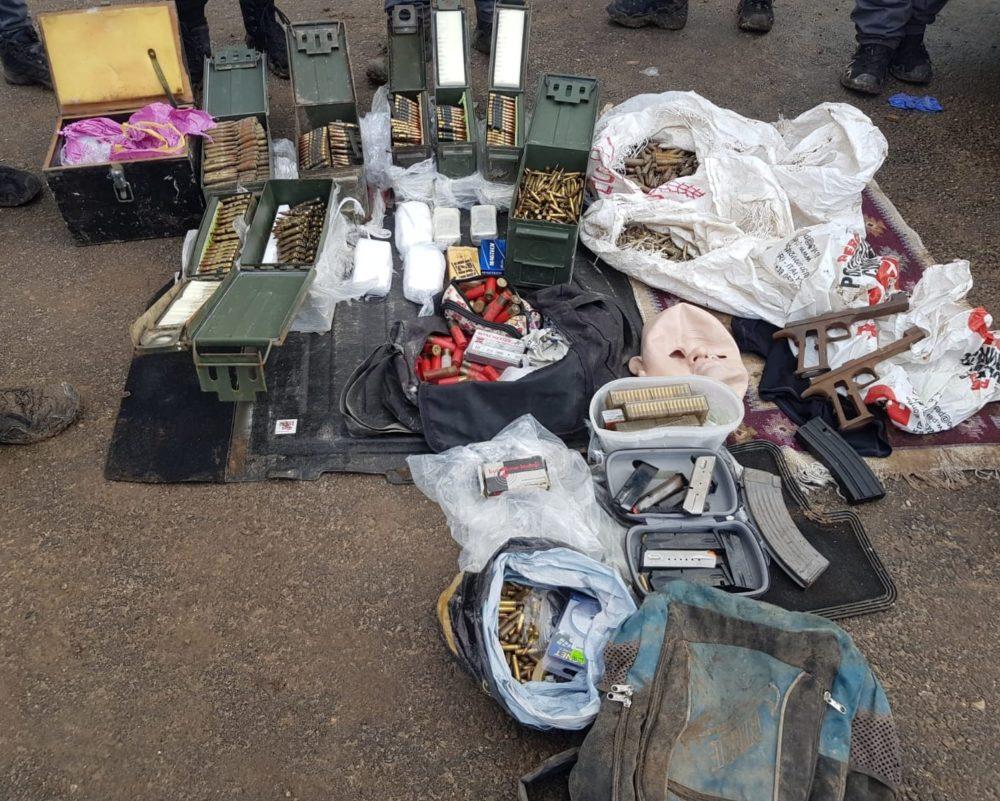 כמות עצומה של תחמושת שהתגלתה במערה (צילום: משטרת ישראל)