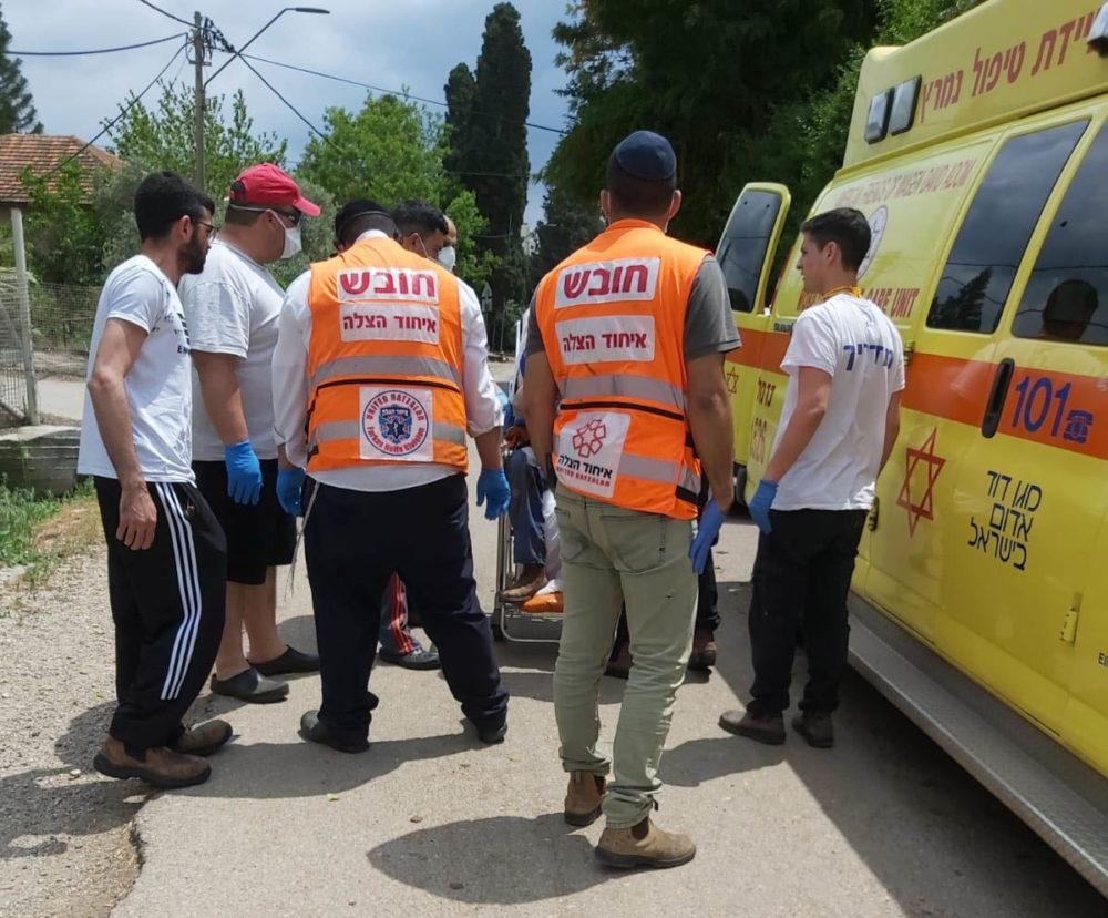 מצילים חיים (צילום: איחוד הצלה)