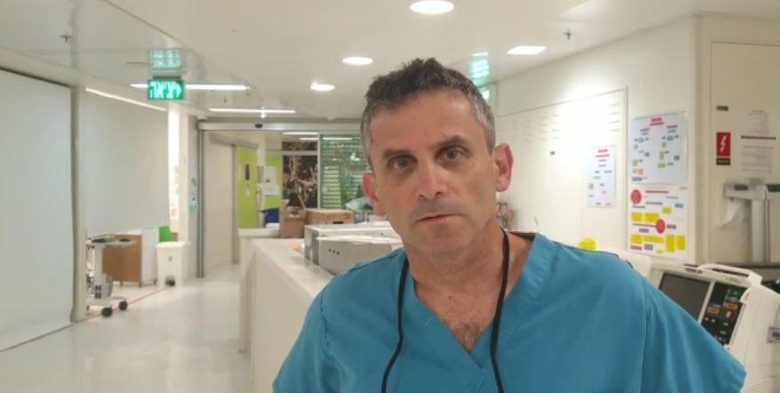 """ד""""ר אמיר חדש - רופא בכיר בטיפול נמרץ ילדים בביה""""ח רמב""""ם (צילום: דוברות רמב""""ם)"""