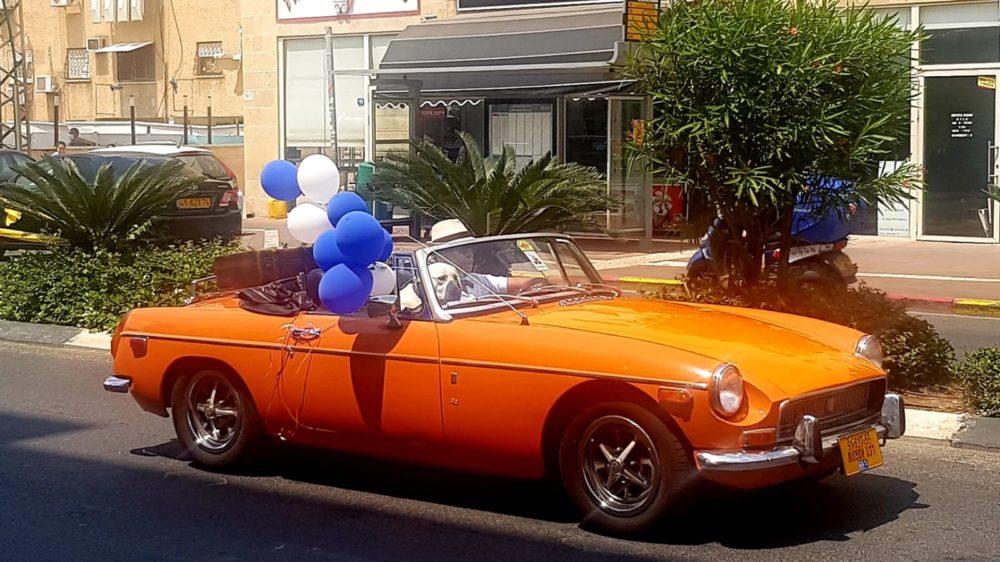 """מצעד המכוניות בחיפה מגיע לרח' אח""""י אילת, קריית חיים (צילום: שוסטרמן דיאנה)"""