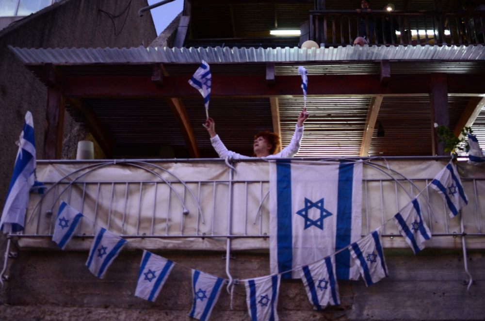 מסיבת מרפסות בנווה שאנן בתקופת סגר הקורונה (צילום: חגית אברהם)