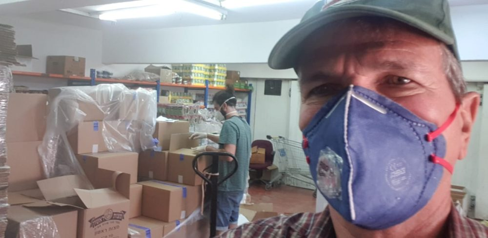 דודי מיבלום - חלוקת מזון לנזקקים בחיפה בעת משבר הקורונה - לב חש (צילום: דודי מיבלום)