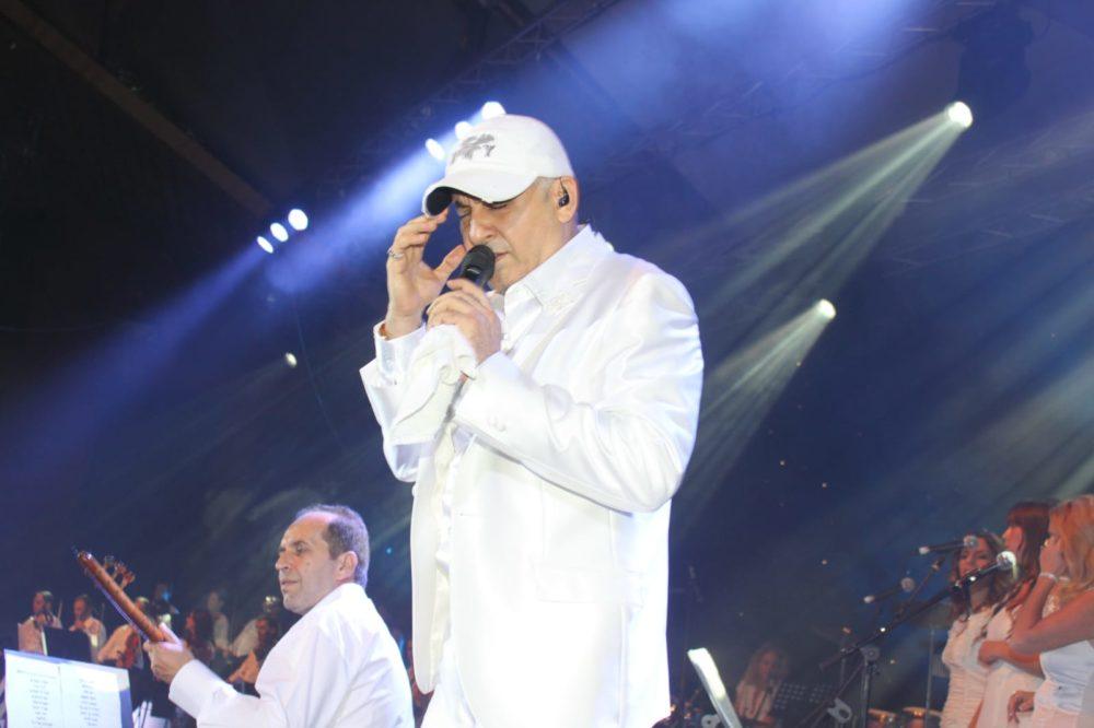 עופר לוי בהופעה (צילום באדיבות יחסי ציבור סיניה מזרחי EM)