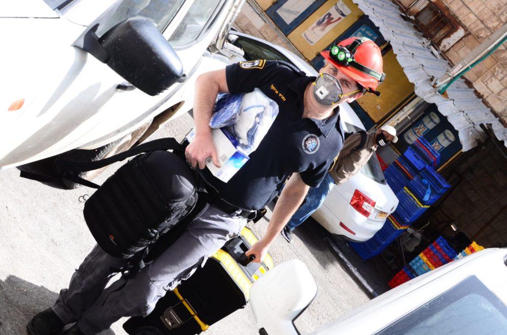 נמרוד פרנקל - חוקר המשטרה - שוק תלפיות בחיפה ביום שאחרי השרפה (צילום: חגית אברהם)