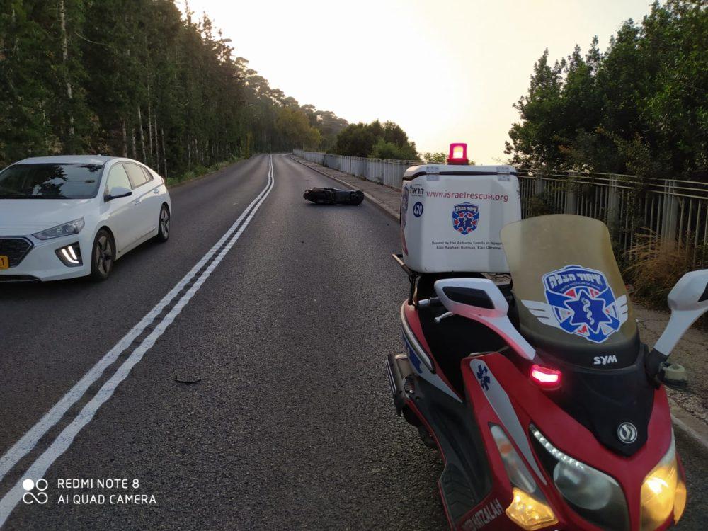 רוכב אופנוע נפצע בתאונה בדרך סטלה מריס בחיפה (צילום: איחוד הצלה)