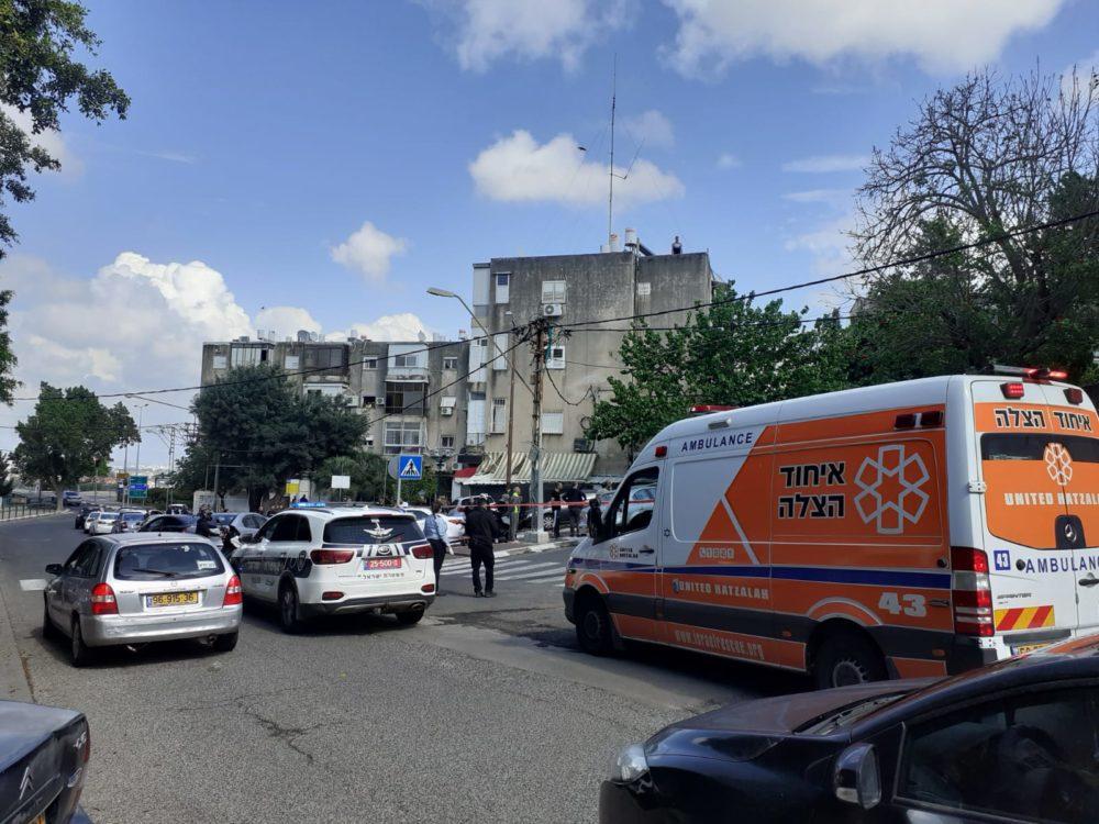 זירת הירי ברחוב הגיבורים בחיפה (צילום: איחוד הצלה)