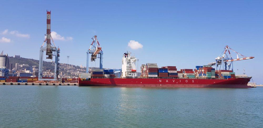 מטען חיוני למאבק בקורונה הגיע מטורקיה ואנגליה ונפרק בנמל חיפה (צילום: דוברות נמל חיפה)