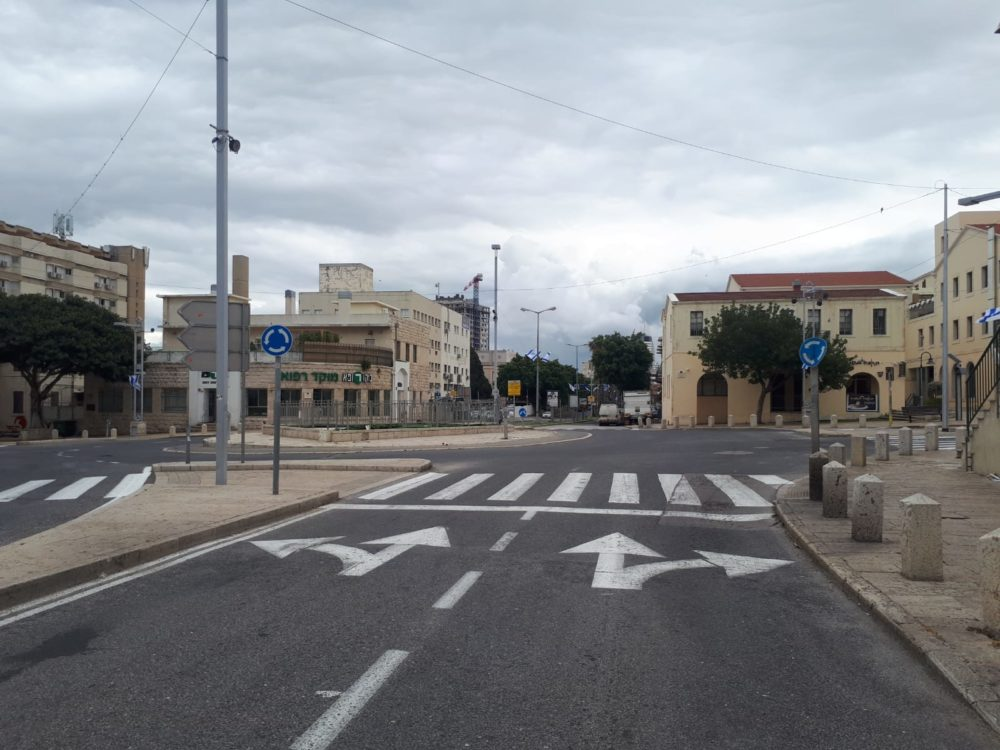 המושבה הגרמנית • רחובות חיפה ריקים מאדם בליל הסדר - סגר קורונה (צילום: חי פה)