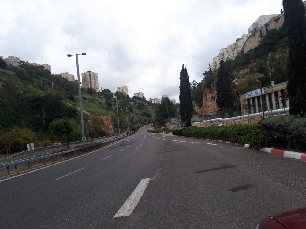 נחל הגיבורים • רחובות חיפה ריקים מאדם בליל הסדר - סגר קורונה (צילום: חי פה)