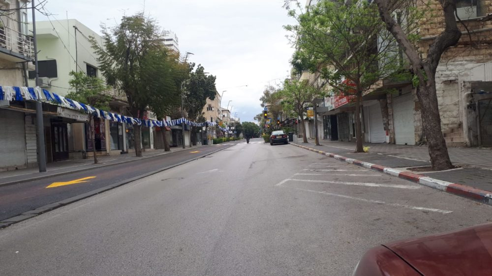 רחוב הרצל • רחובות חיפה ריקים מאדם בליל הסדר - סגר קורונה (צילום: חי פה)