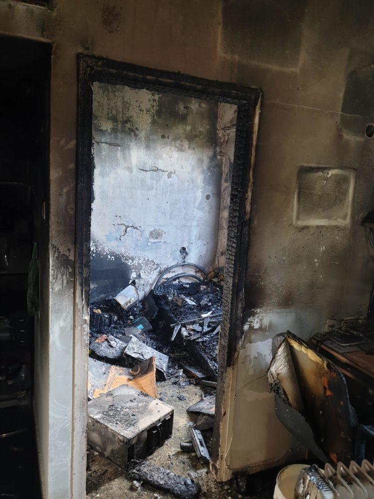שריפה בבנין בגיבורים בחיפה (צילום: כבאות והצלה)