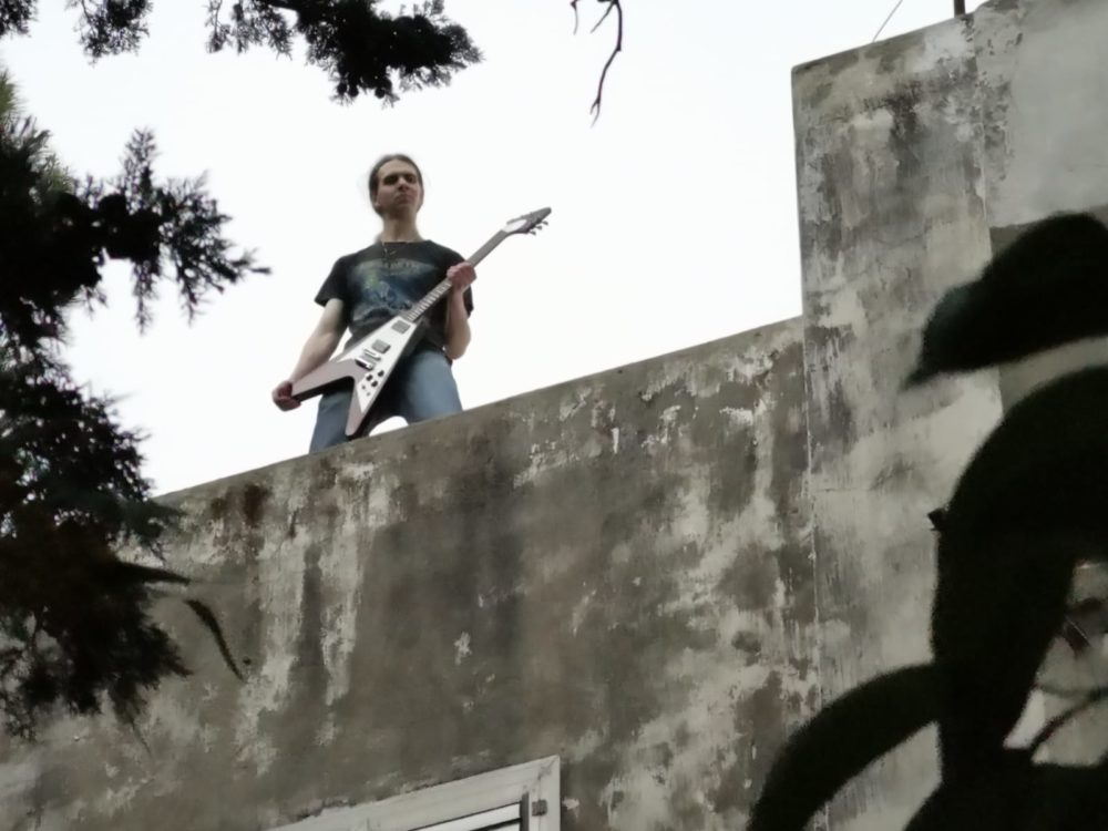 ולנטין בלוקוננקו על הגג (צלם: רועי הראבן)
