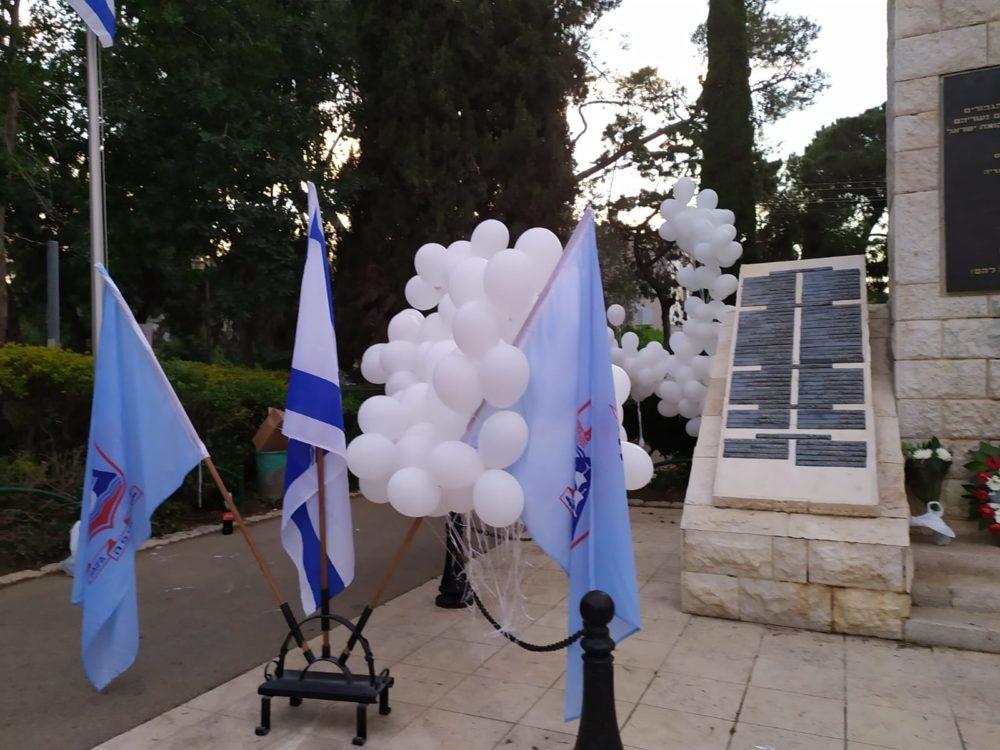בלונים מופרחים ביום הזכרון בחיפה (צילום חגית אברהם)