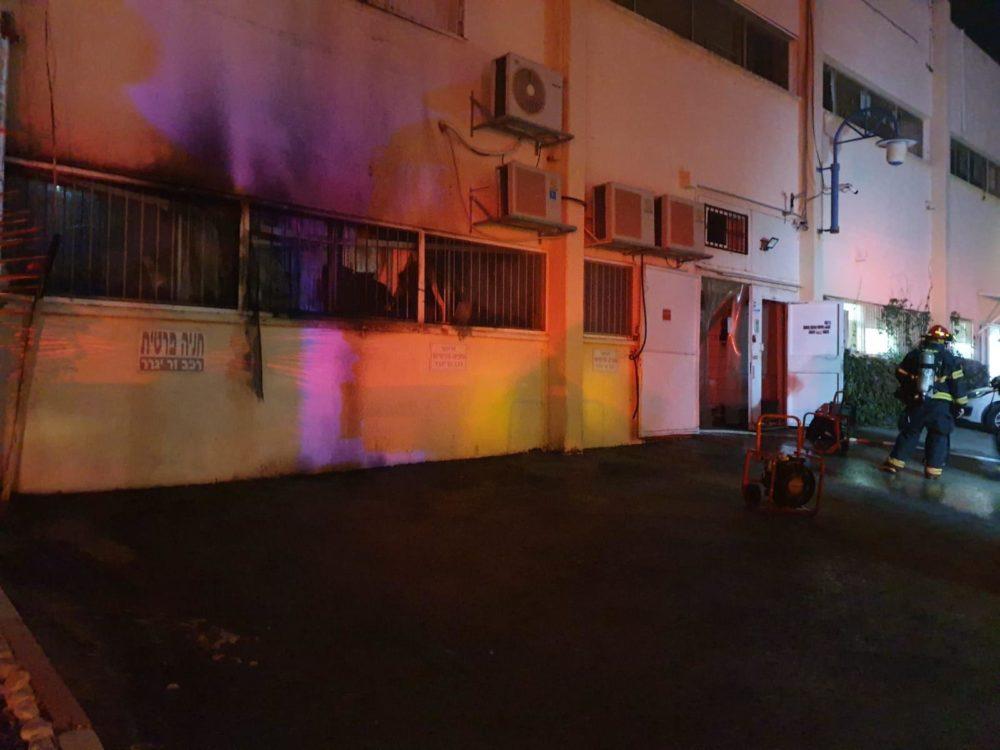 שריפה במפעל גלידות בטירת כרמל (צילום כבאות והצלה )