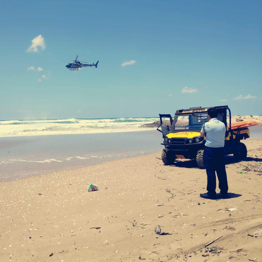 מסוק באוויר בחיפושים אחר הנעדר איימן ספיה (צילום: משטרת ישראל)