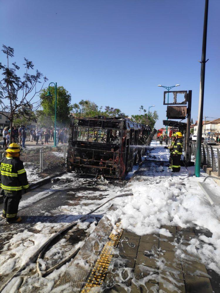 מטרונית עלתה באש (צילום: כבאות והצלה)