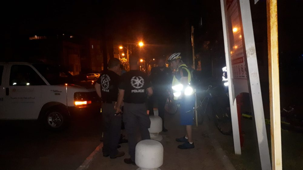שוטרים בחיפושים אחר הנעדרת שרה נובוברודר (צילום: מנשה שמש)
