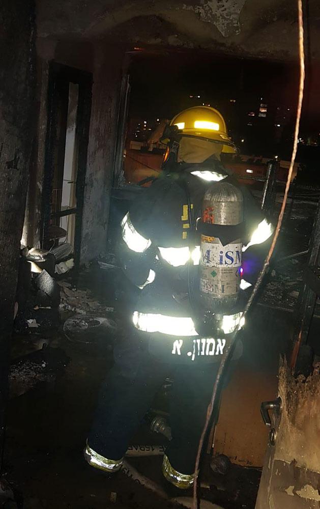 דירה שנשרפה כליל ברחוב בית לחם בחיפה (צילום: כבאות והצלה)