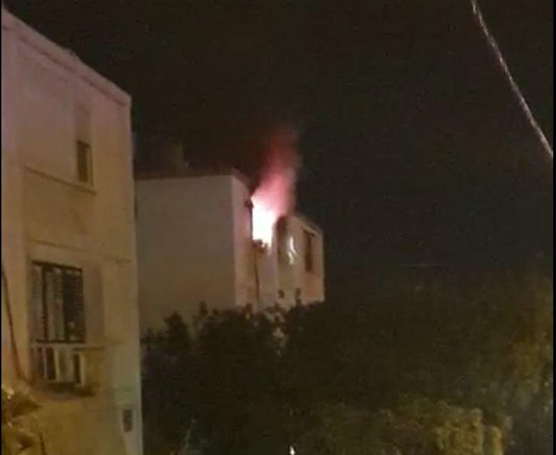 דירה בוערת בעירה עזה ברחוב בית לחם בחיפה (צילום: חי פה)