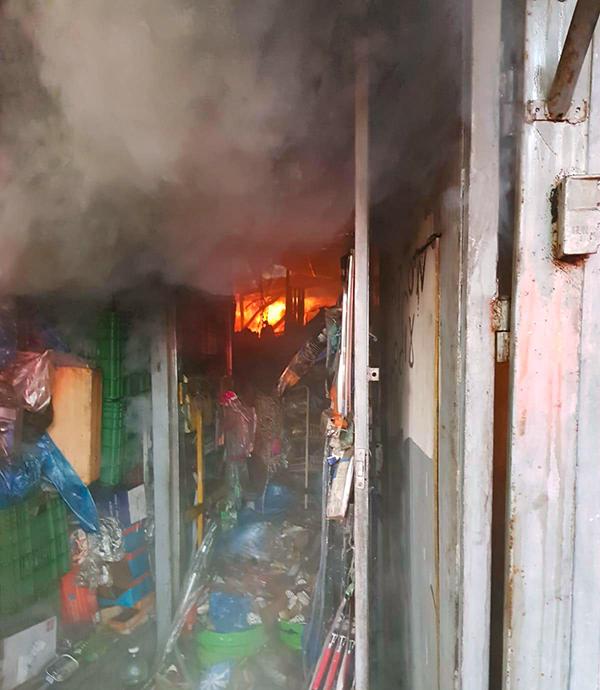 שריפה בחנות ברחוב העצמאות בחיפה - בוקר יום א' 17/5/20 (צילום: כבאות והצלה)