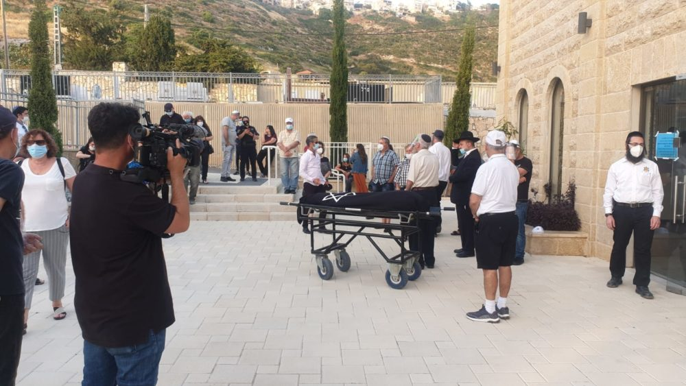 הלווייתה של שרה נובוברודר (אמו של צחי נוי) בחיפה (צילום: דודי מיבלום)