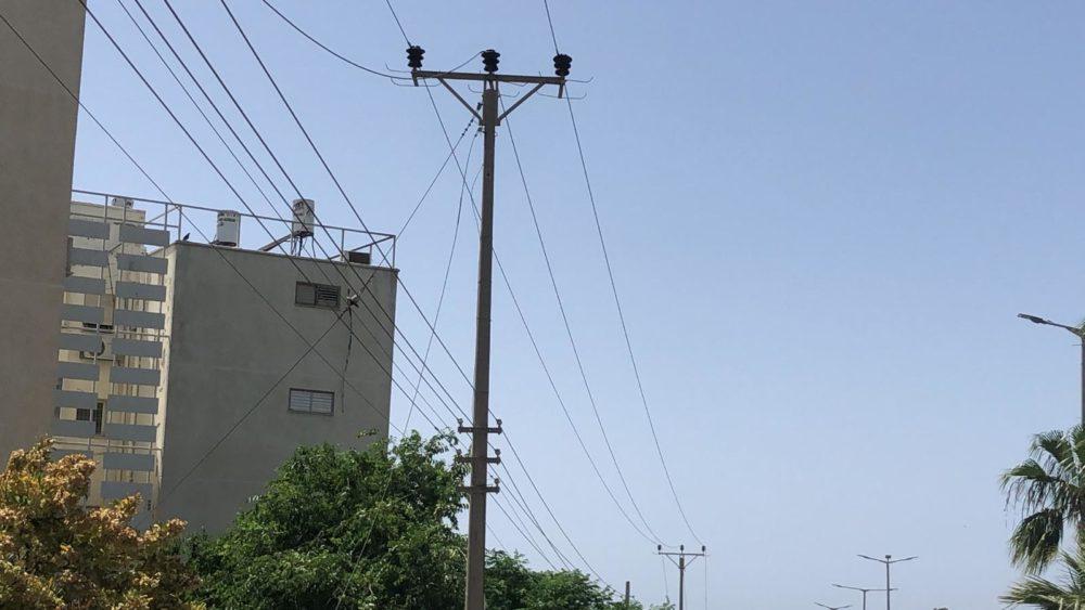 כבל חשמל שנקרע הצית שריפה (צילום: מתן כרמי)