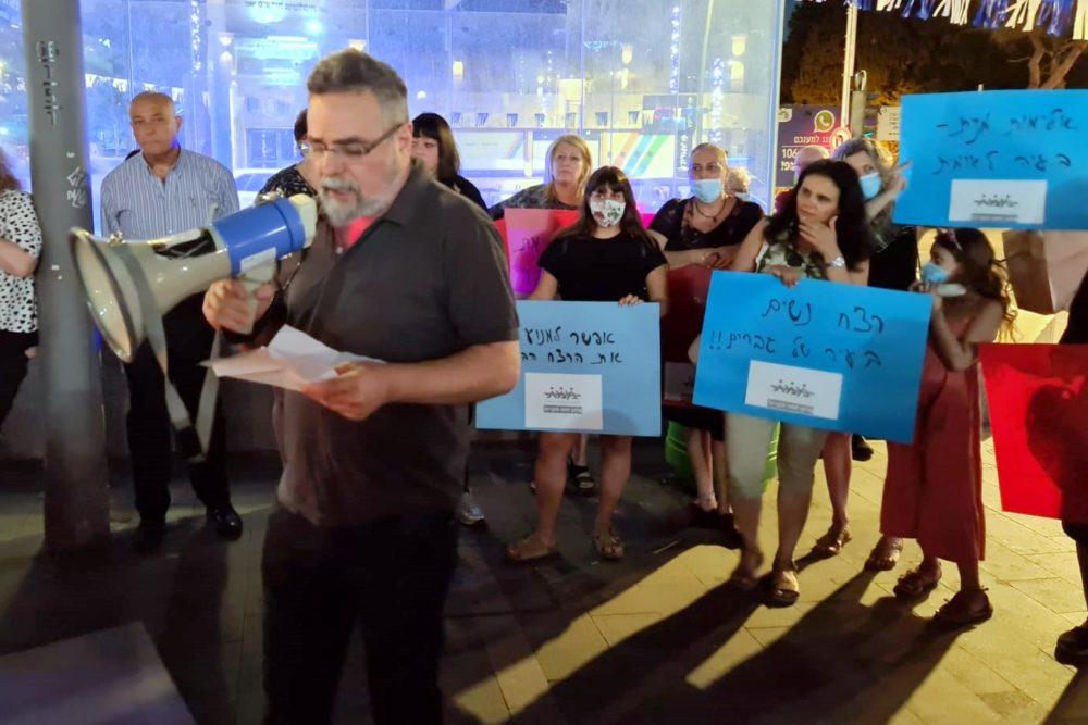 """הרב דוב חיון • עצרת מחאה """"די לאלימות ולרצח נשים"""" התקיימה במרכז הכרמל בחיפה (צילום: יוסף הירש)"""