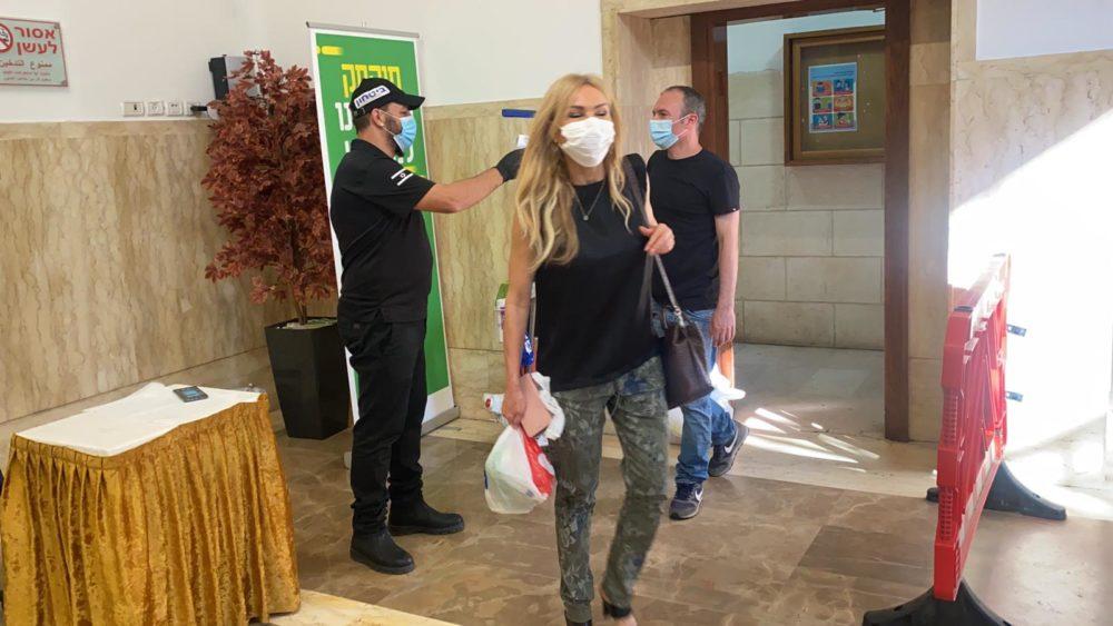 עובדי עיריית חיפה חוזרים לעבודה בהתאם לתו הסגול(צילום: ראובן כהן, דוברות עיריית חיפה)