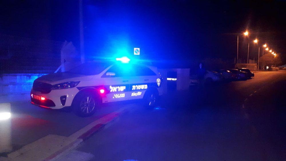 ניידת משטרה בחיפושים אחר נעדרת (צילום: מנשה שמש)