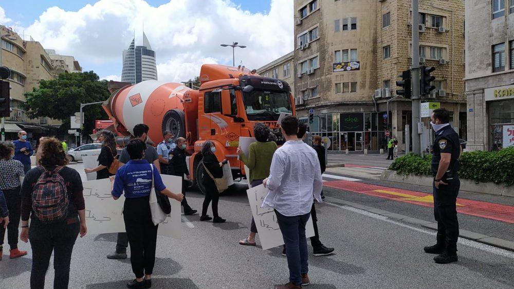 חסימת כבישים הפגנת בחיפה (צילום: חגית אברהם)