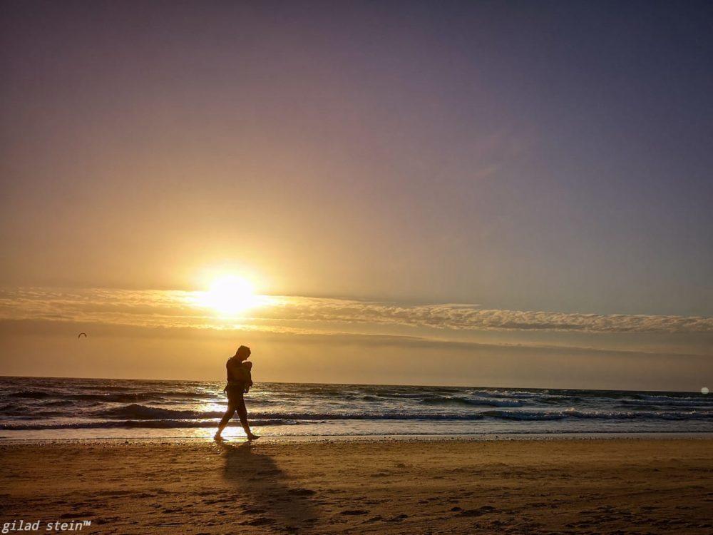שקיעה בחוף הים (צילום: גלעד שטיין)