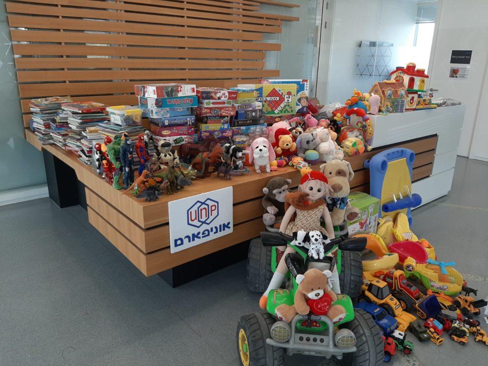 מבצע איסוף צעצועים (צילום: אוניפארם)