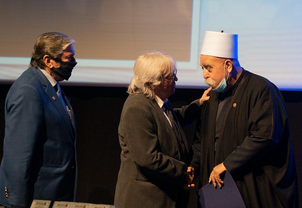 השיח מואפק טריף מקבל את עיטור פול האריס - רוטרי הוד הכרמל (צילום: ירון כרמי)